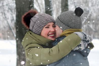 Heiratsantrag und Verlobung im Winter